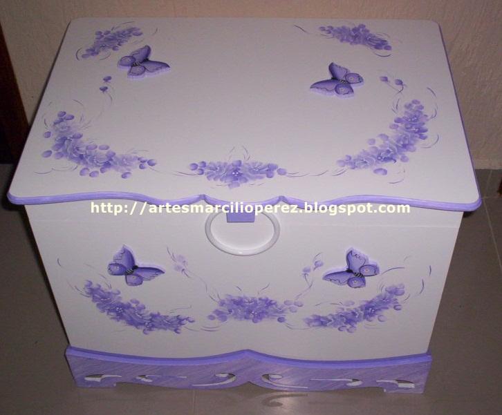 Bau branco e Lilas flores e borboletas R$ 160,00 medidas 64x48x48