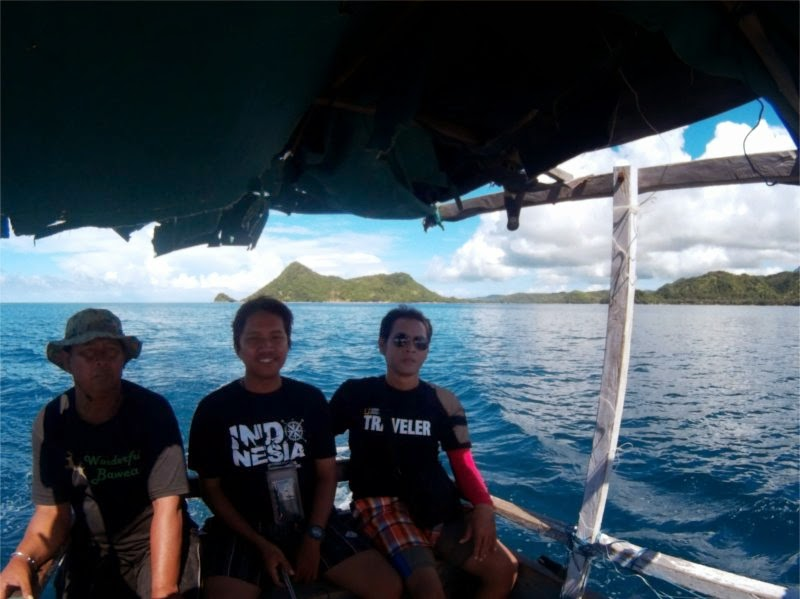 Naik Kapal Nelayan Menuju Spot Snorkling Karang Tengah