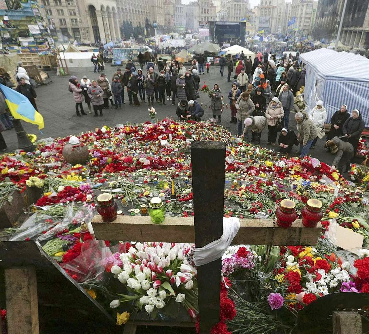 Ucranianos homenageiam os heróis de Maidan