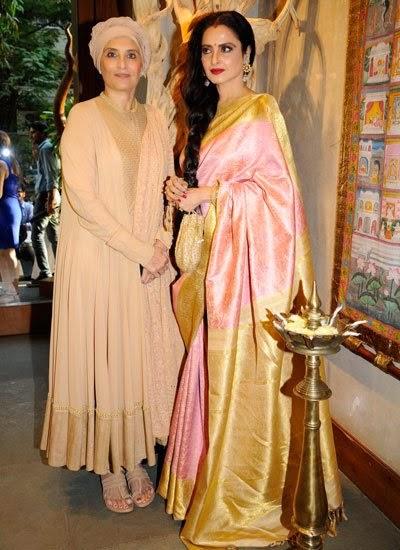 sonam-kapoor-in-extemely-revealing-dress-1