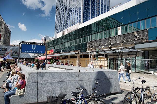Baustelle Alexanderplatz, Fassadenarbeiten an der ehemaligen Saturn Filiale, 10178 Berlin, 16.08.2013
