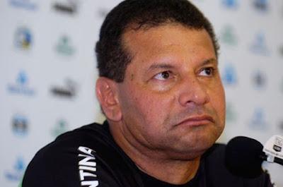 Pressionato no Vasco, técnico Celso Roth terá oito dias para preparar time que enfrenta o Joinville.