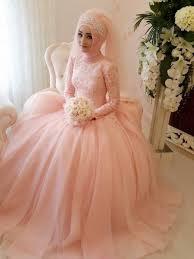 memilih gaun pengantin untuk wanita kurus