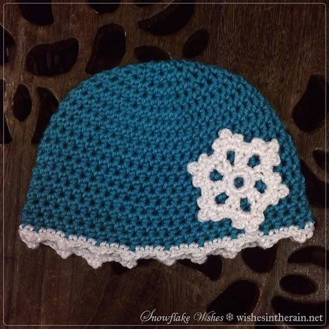 crochet hat with appliqué crochet snowflake - www.wishesintherain.net