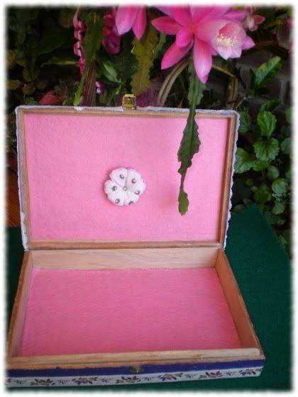 Manosmarisa reciclar una caja de madera como hacer un - Como decorar cajas de madera paso a paso ...
