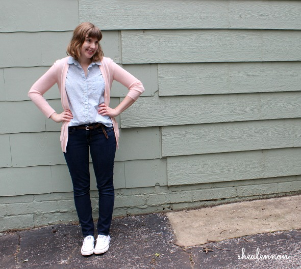 casual look with pastels and white sneakers | www.shealennon.com