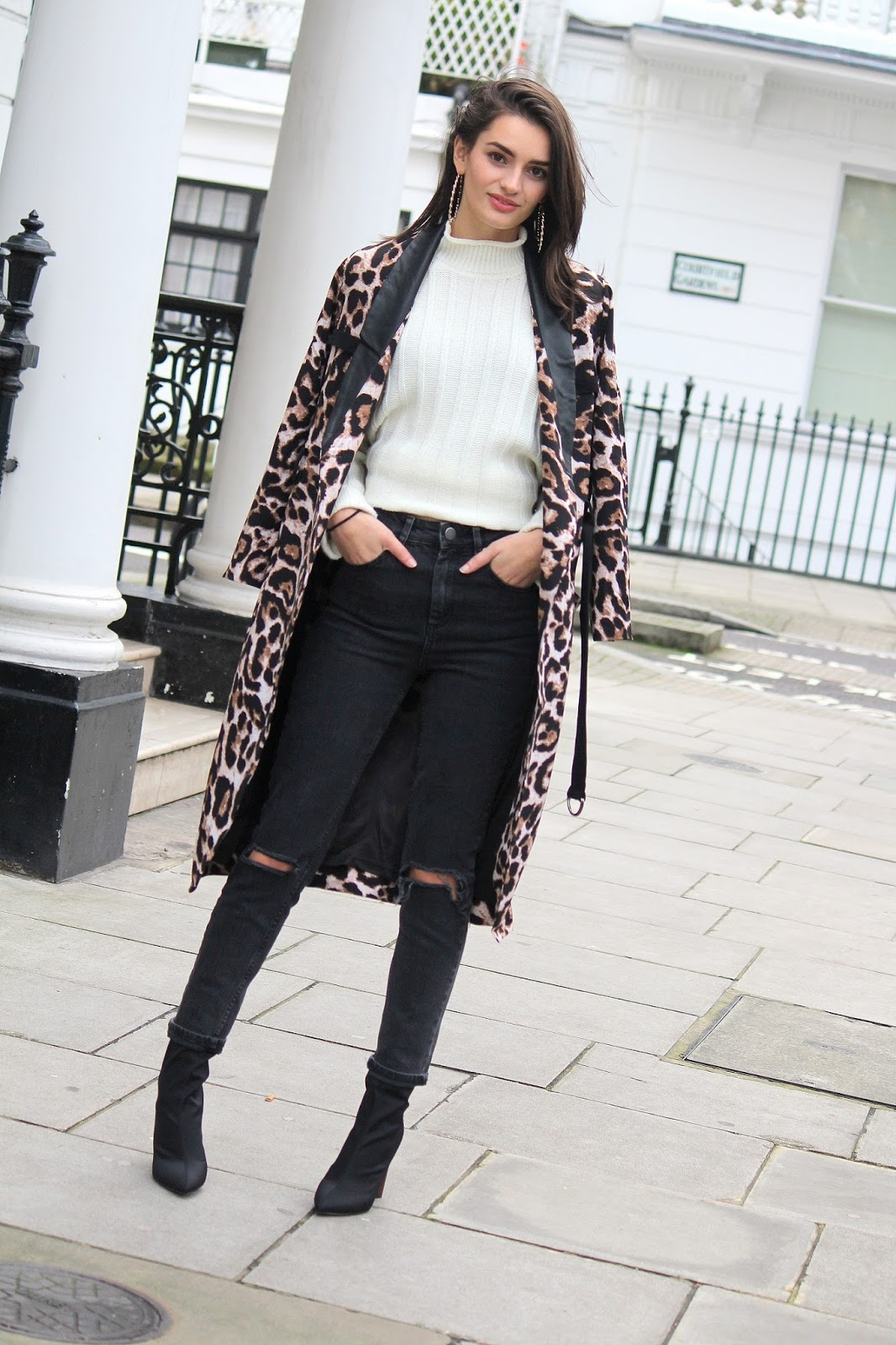 peexo fashion blogger wearing leopard print coat and ripped jeans