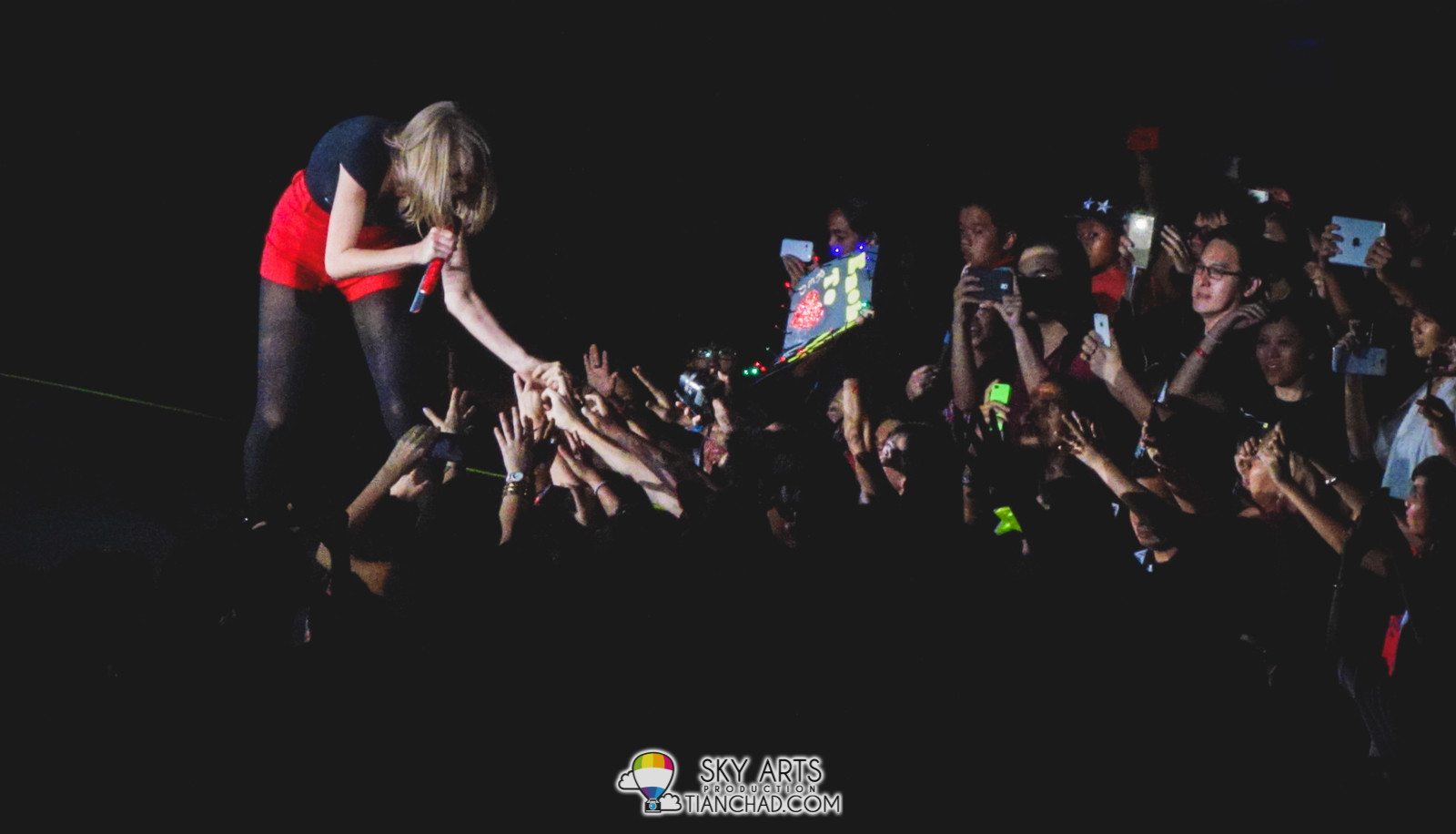 Taylor Swift has been very kind to interact with Malaysia fans frequently!!