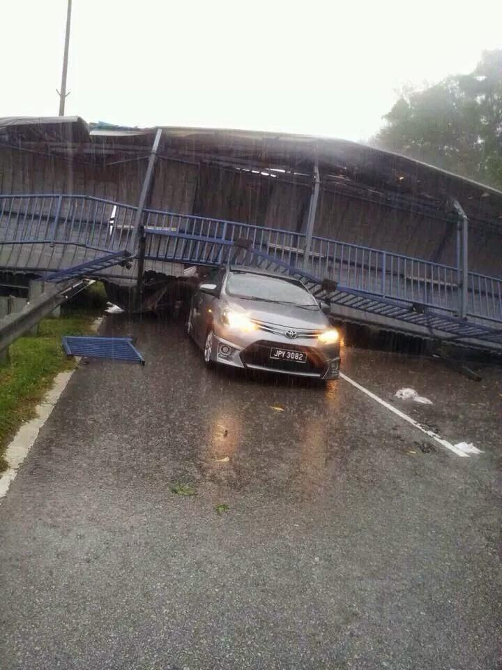 Kerajaan Johor Akhirnya Buka Mulut Insiden Bumbung Jejantas Runtuh