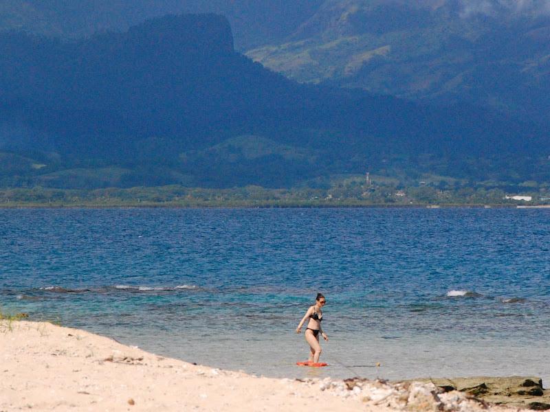 Tsunami surge: islet off Lautoka, Fiji title=