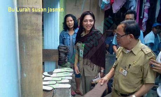 Lurah Susan Jasmine Zulkifli Foto: Lurah Cantik Susan Jasmin Zulkifli, Lurah Pilihan Jokowi