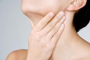 8 Cara Alami Mengatasi Sakit Tenggorokan