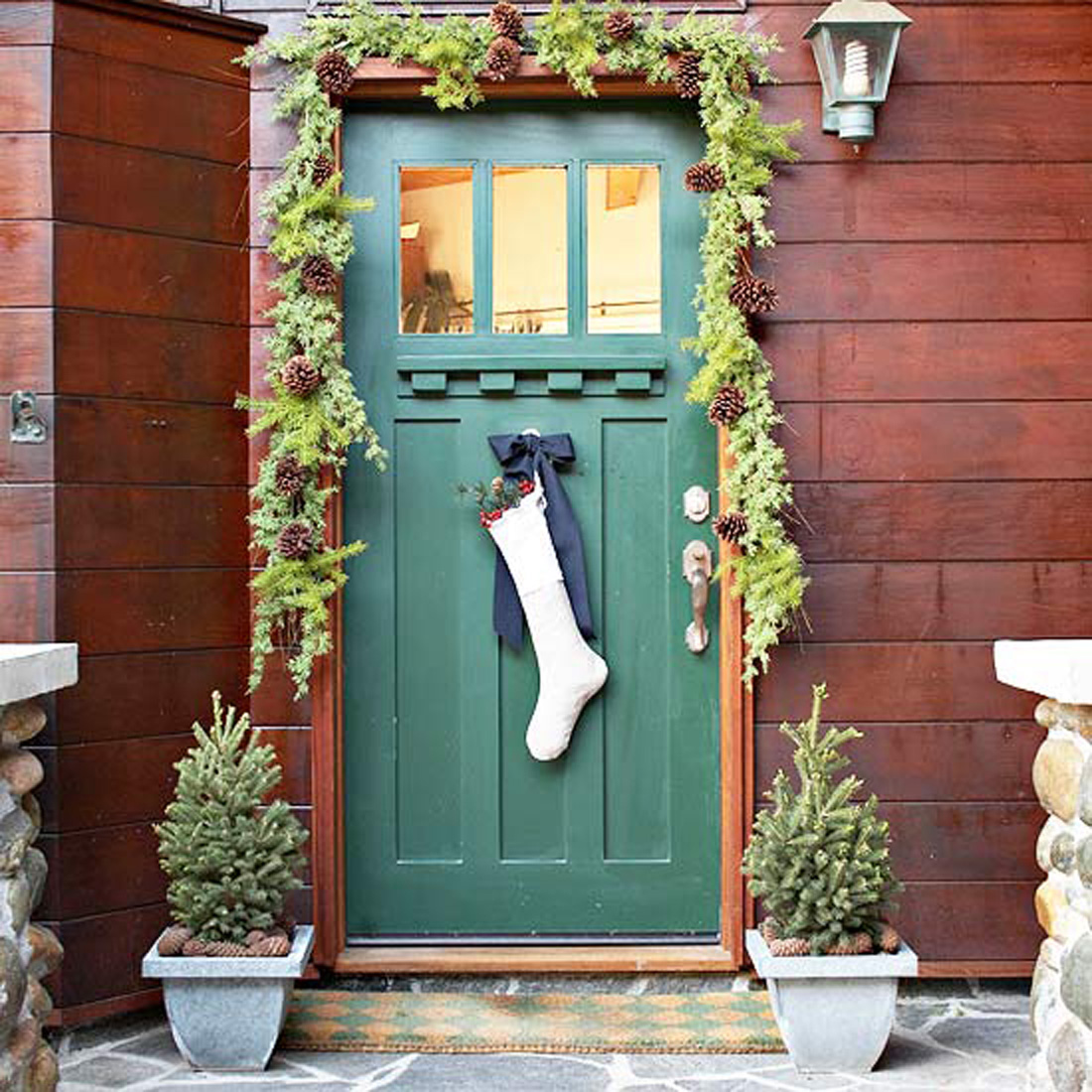 Front door christmas decorating ideas for Door garland christmas