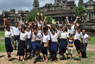 Baju uniform sekolah Kemboja