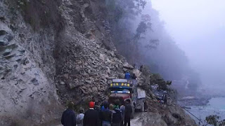 Sikkim Bengal border landslide stretches NH 10 near rangpo