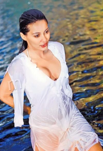 minissha-lamba-full-nude-tanned-topless-matures