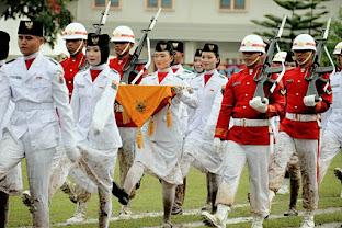 Upacara Penurunan Bendera Diguyur Hujan Lebat