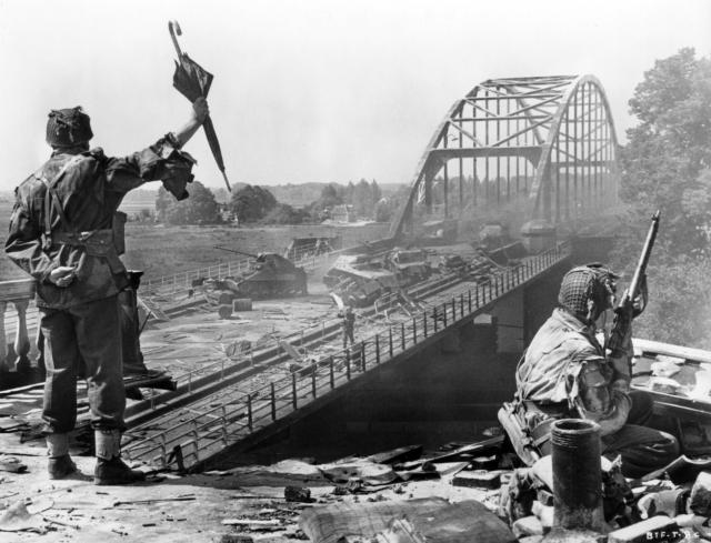 Hình ảnh phim Cây Cầu Xa Quá