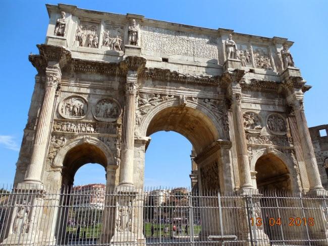 Statui de daci pe Arcul lui Constantin