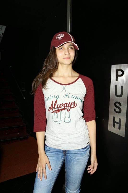 Alia Bhatt Hot Pics in T-Shirt and Jeans
