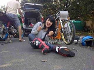 Foto Indri Barbie DiLokasi Balapan