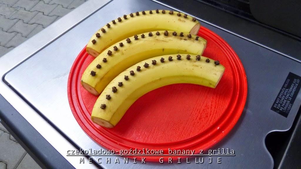 Czekoladowo-goździkowe banany z grilla broil king mechanik grilluje masterchef
