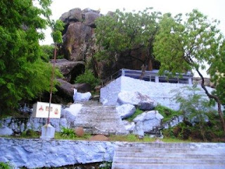 Nilapparai+Cave.JPG