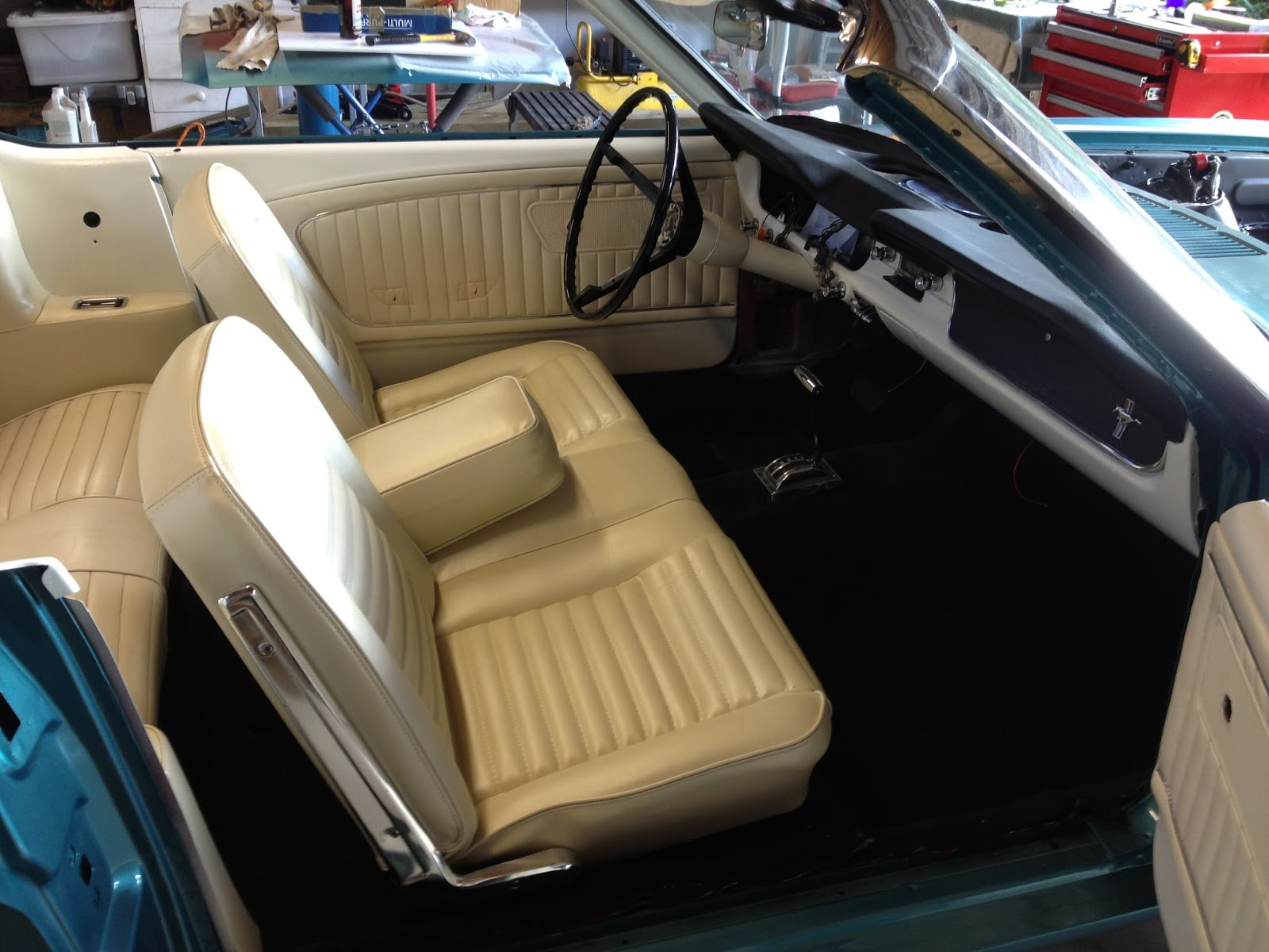 Very Impressive portraiture of  : 1965 Ford Mustang Rare Front Bench Seat and Centre Armrest with #31647B color and 1600x1200 pixels