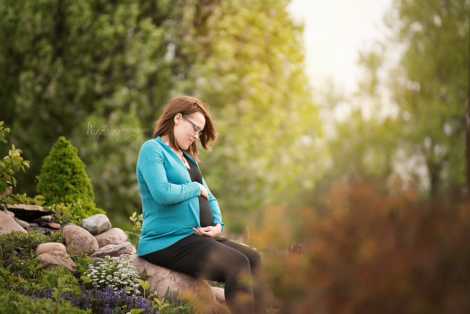 Stunning Outdoor Maternity belly portraits and photos outdoors near Sycamore, Geneva , and DeKalb, IL
