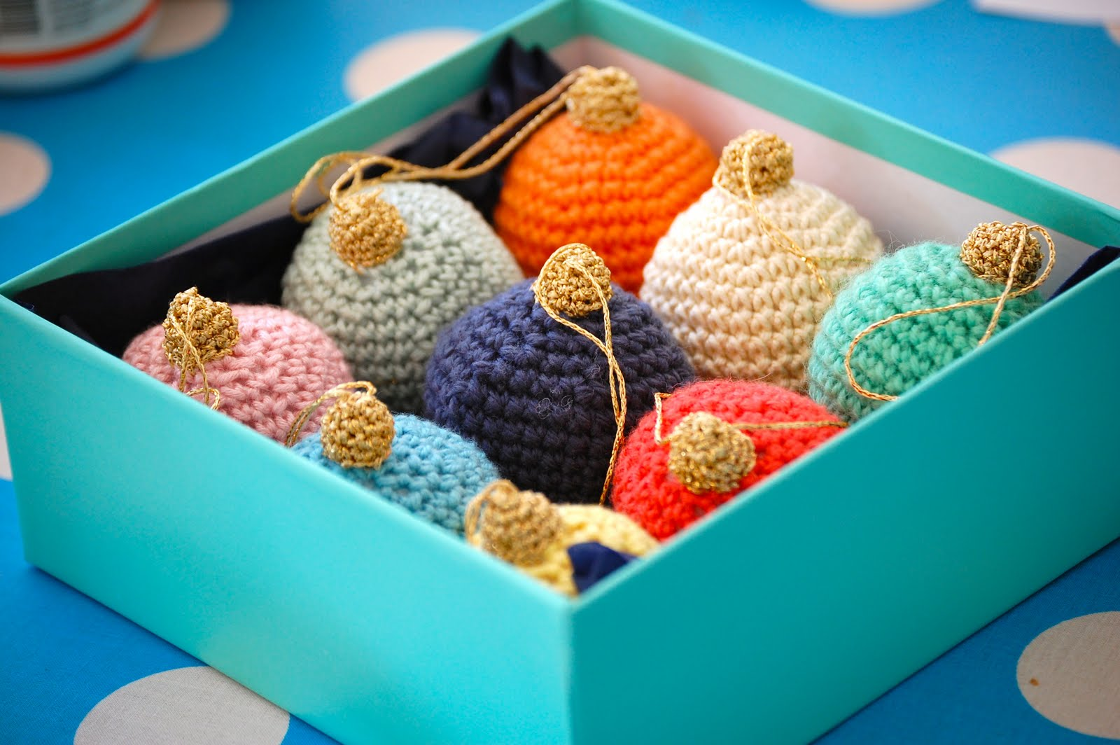 Crochet Xmas Ornaments : love this wreath ornament made by crocheting over a plastic ring ...