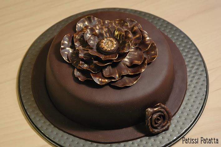 cake design, gâteau 3D, pâte à sucre, gumpaste, fondant, gâteau fleurs, flowers cake, brown et gold cake