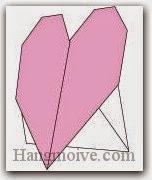 Bước 12: Hoàn thành cách xếp trái tim đứng được bằng giấy theo phong cách origami.