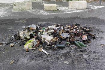 Saintes: les poubelles continuent à brûler dans le  centre-ville