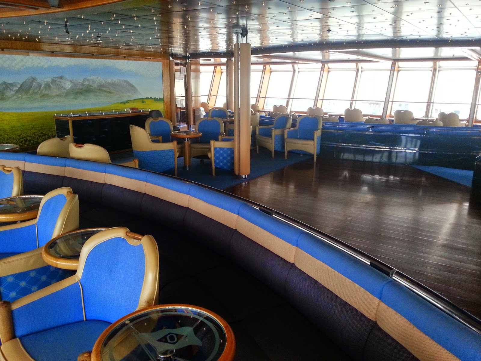 Hurtigruten MS Richard With - Horisont Panorama Lounge Dance Floor