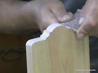 Ajustando los cortes realizados con la lija gruesa. www.enredandonogaraxe.com