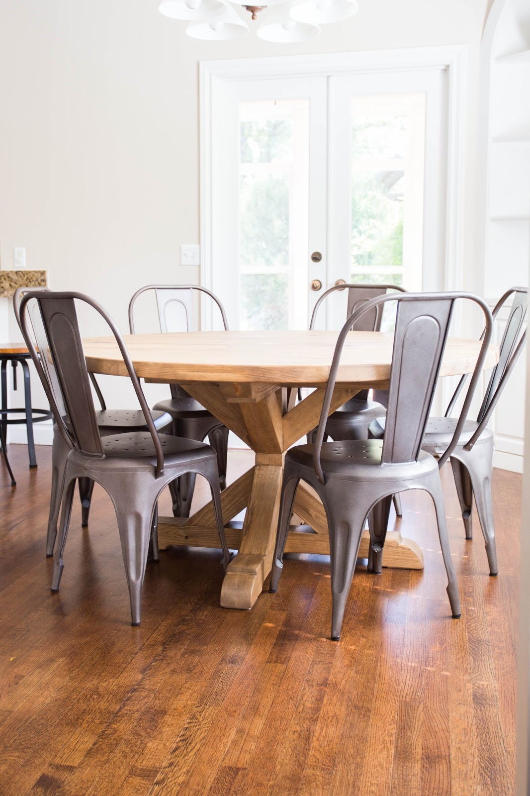 Farmhouse table restoration hardware - Do It Yourself Divas Diy Round Restoration Hardware Table And Gray Wash Stain
