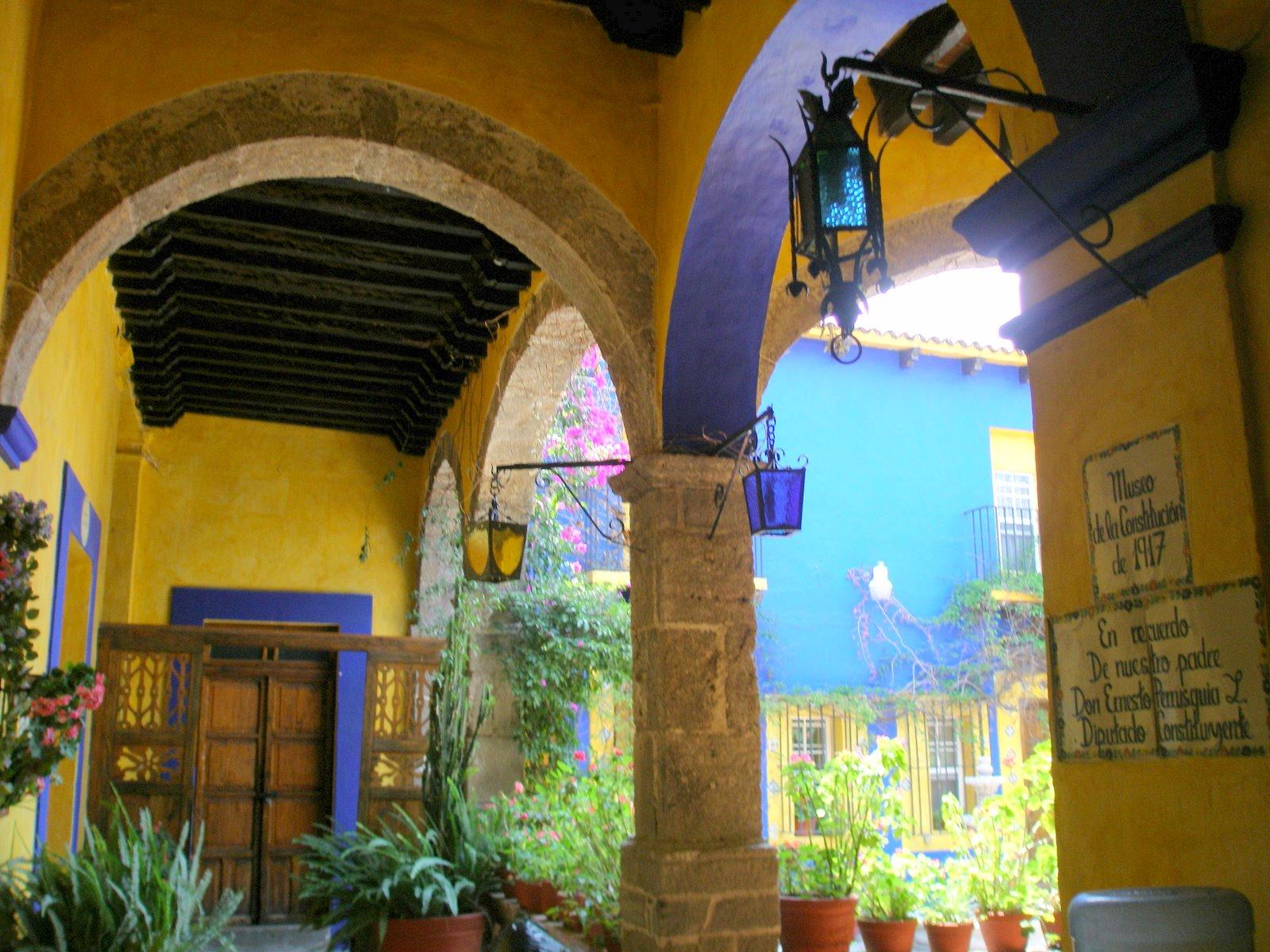 Blanchstyle casona estilo colonial mexicano for Decoracion colonial mexicana