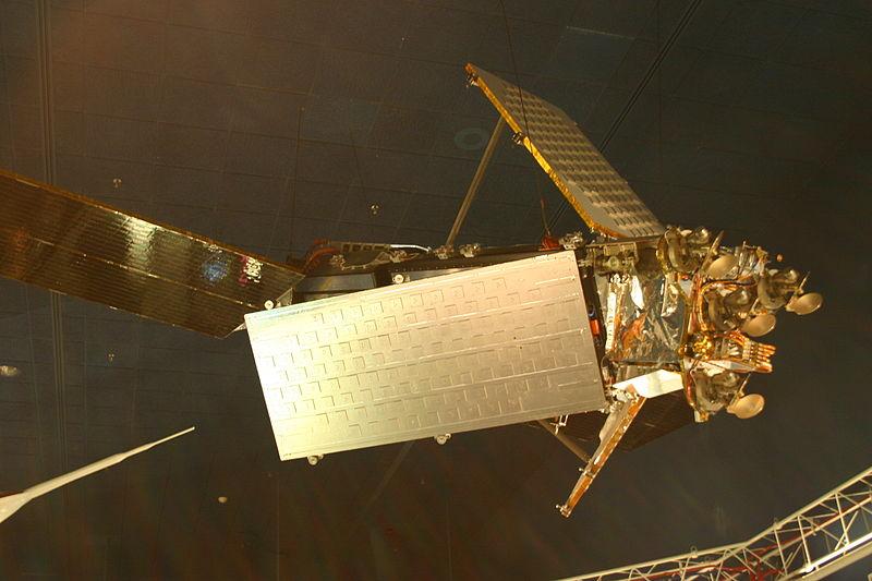 http://2.bp.blogspot.com/-eZbwMBwGnDk/VYMFbEmdRdI/AAAAAAAACes/nr2lkg1MDzE/s1600/800px-Iridium_satellite.jpg
