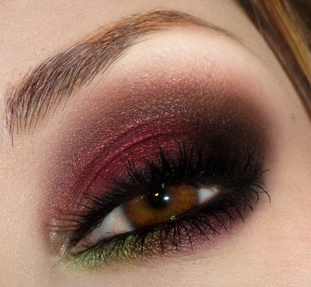 thick and classy cranberry smokey eyes