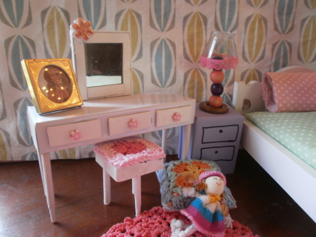 barbie furniture diy. You Need A Small Size Plastic Bottle, Beads, Wire, Big Button And Hot Glue To Make The Lamp. Cut Off Neck Of Bottle Middle Barbie Furniture Diy L