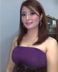 Syella Kamaruddin Panas Dengan Baju Dedah Dada