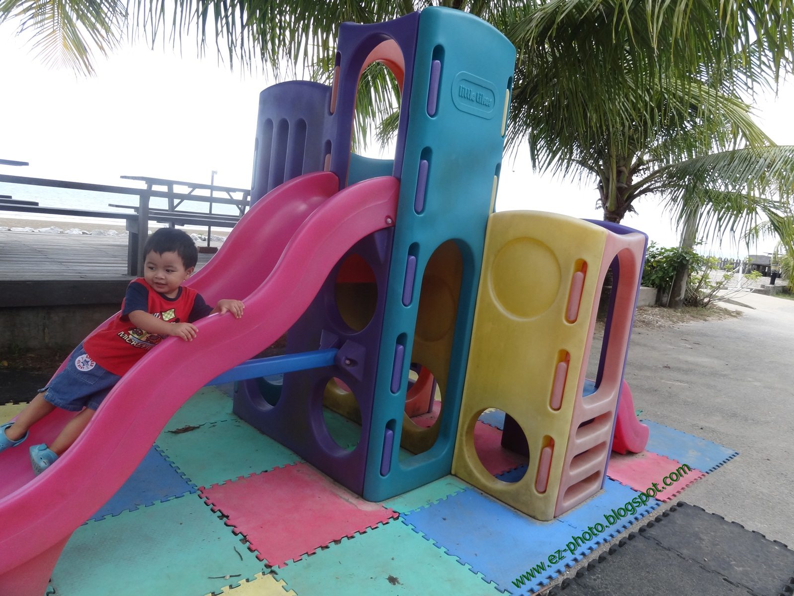 Ocean Beach Resort Sematan