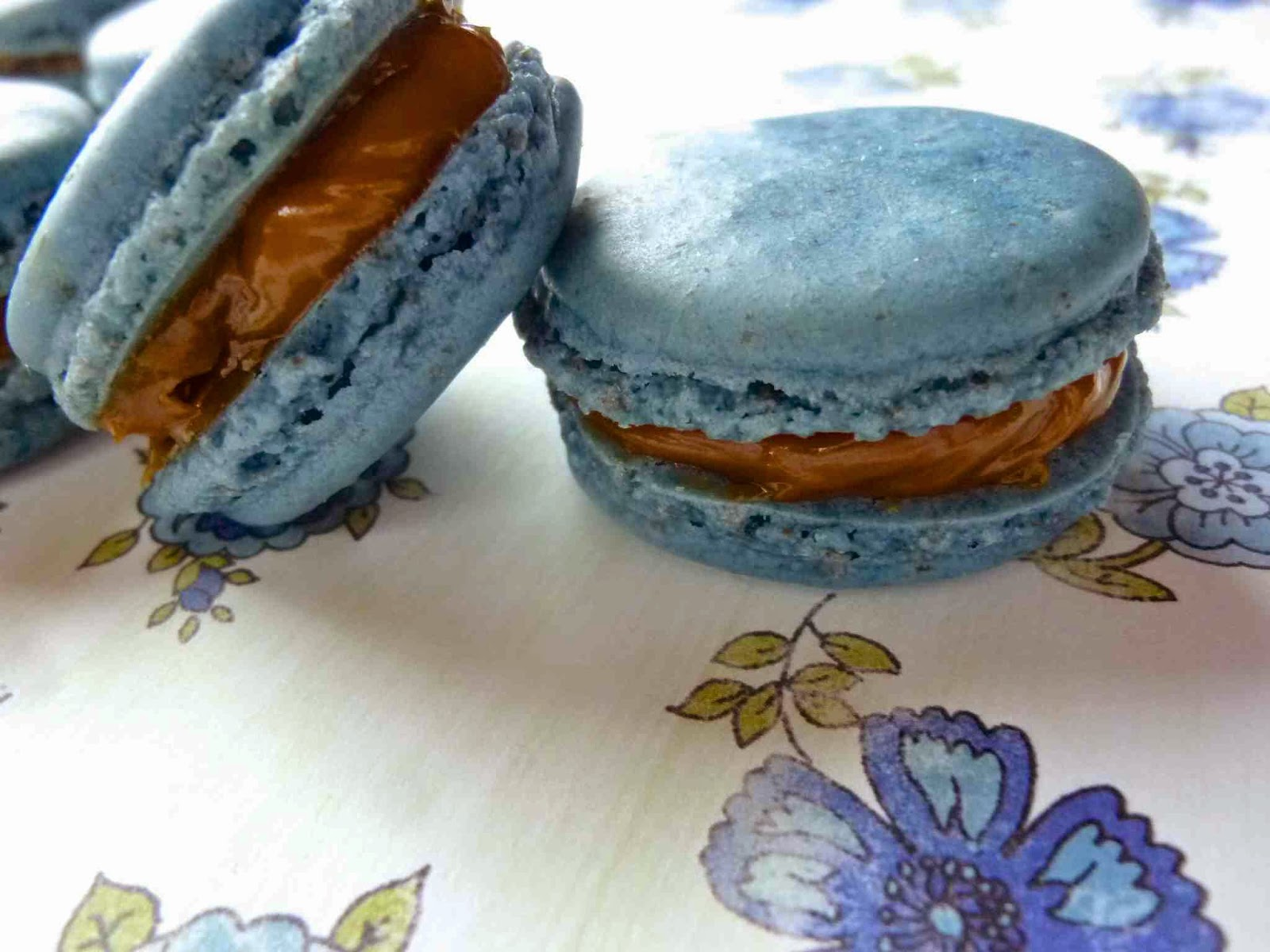 ... Macaron Monday: Blueberry French Macarons with Dulce de Leche Filling