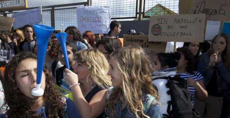 S C De Tenerife El Ies Las Veredillas Sale A La Calle Para Exigir