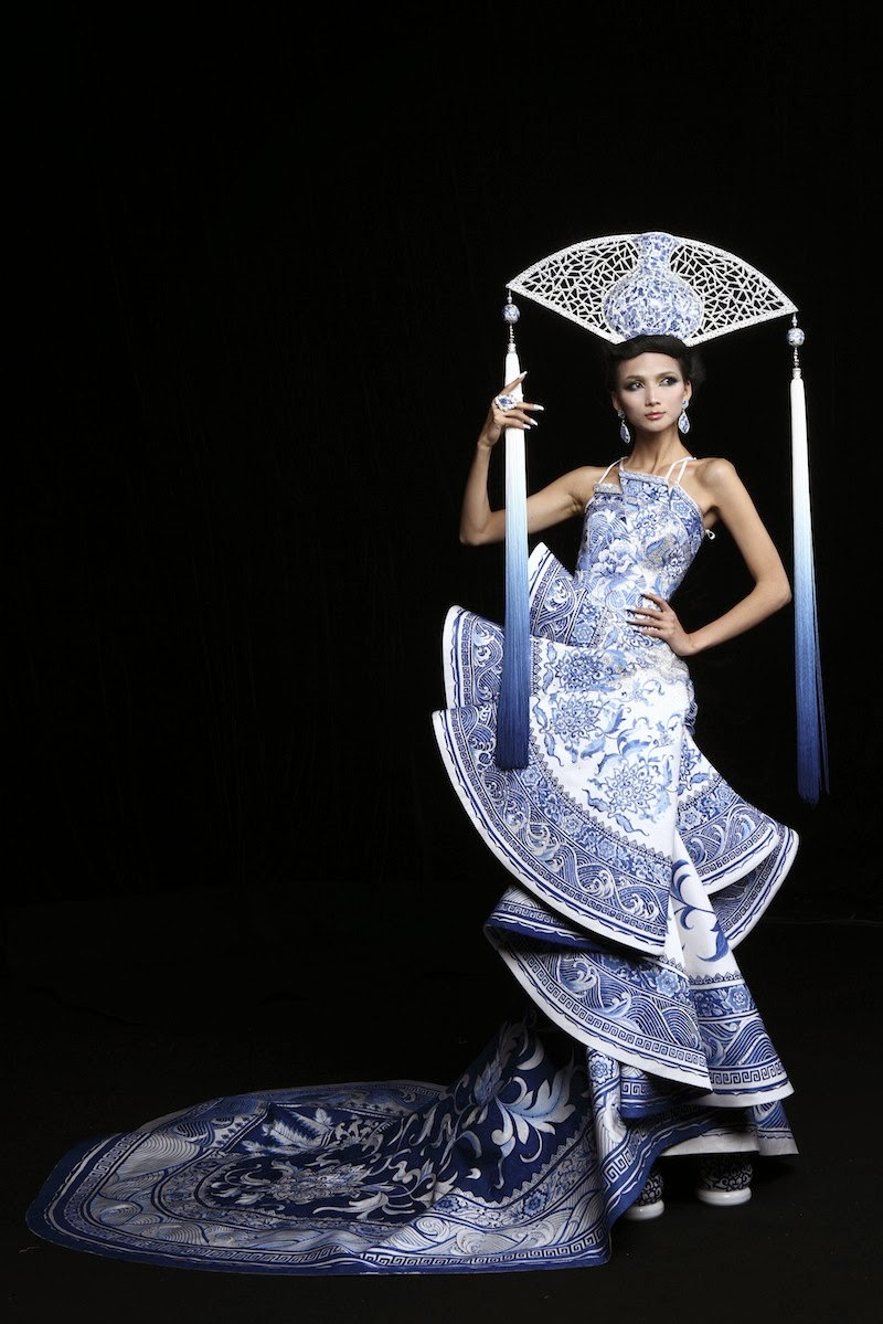 Chinese Haute Couture, Guo Pei, Qing dynasty, Miss Universe China 2012 National Costume, Best National Costume Award, Qing-hua, blue flowers, Qing dynasty porcelain