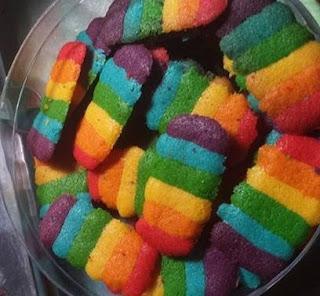 resep bahan dan cara membuat kue kering lidah kucing rainbow pelangi enak dan mudah