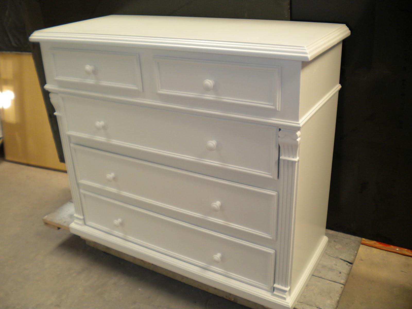 Restauraci n y laqueado de muebles c moda de algarrobo for Muebles de entrada blancos