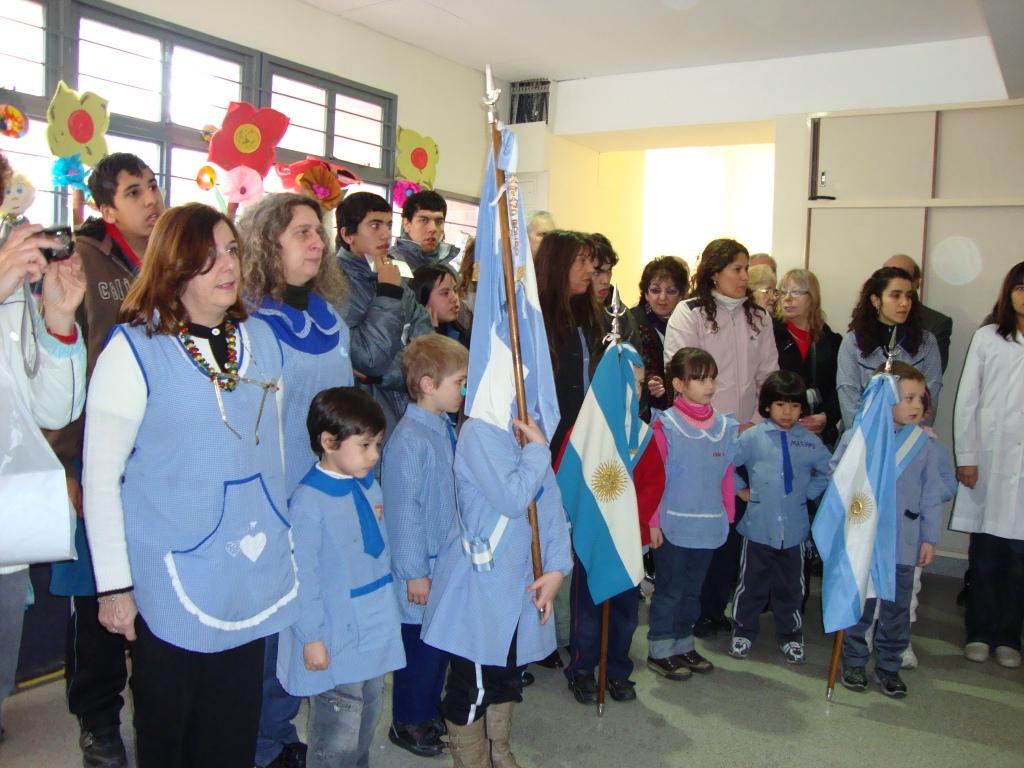 Junta de estudios historicos del barrio de boedo homenaje for Banderas decorativas para jardin
