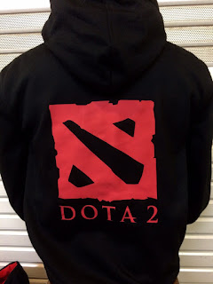 gambar desain terbaru jaket hoodie musim depan Detail gambar belakanag jaket hoodie Dota 2 warna hitam di enkosa sport foto photo kamera Detail gambar belakanag jaket hoodie Dota 2 warna hitam
