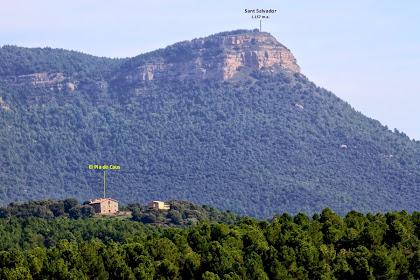 Zoom des de La Caseta vers el nord-est. Destaquem el cim de Sant Salvador i en primer terme una altra de les grans masies del terme de Montclar: El Pla de Caus